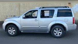 2010 Nissan Pathfinder LE 4x4 4dr SUV
