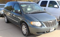2003 Chrysler Town and Country LX Popular