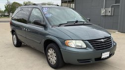 2005 Chrysler Town and Country Minivan 4D