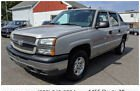 2005 Chevrolet Avalanche LS Sport Utility Pickup 4D 5 1/4 ft