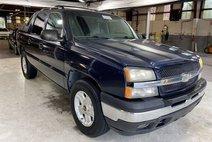 2005 Chevrolet Avalanche LS Sport Utility Pickup 4D 5 1/4 ft