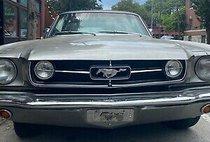 1965 Ford Mustang vinyl hard top